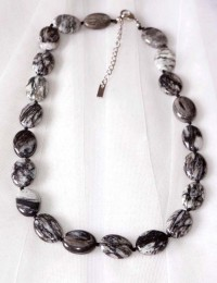 N260-Collier en pierre obsidienne